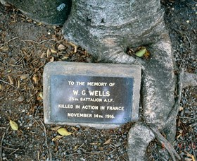 Eumundi War Memorial - Find Attractions