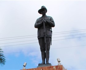 Charters Towers Memorial Cenotaph - Find Attractions