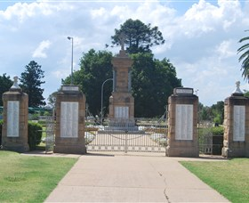 Warwick War Memorial and Gates - Find Attractions
