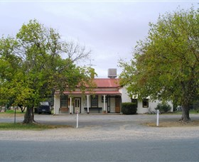 Round Hill Hotel - Find Attractions