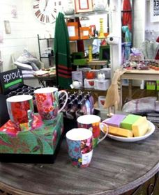 The Famous Tinonee Cafe and Gift Shop - Find Attractions