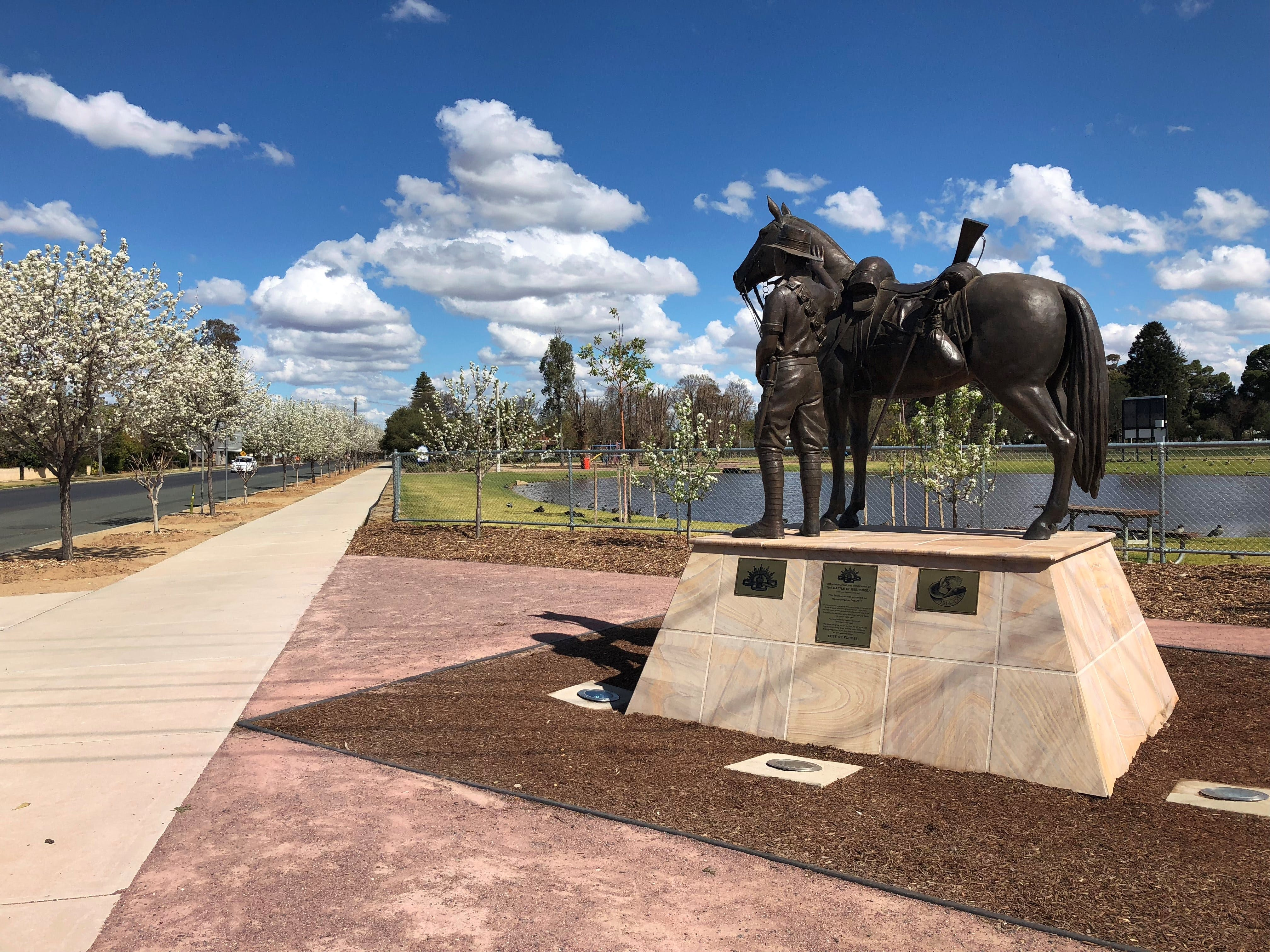 Light Horse Memorial Hay - Find Attractions