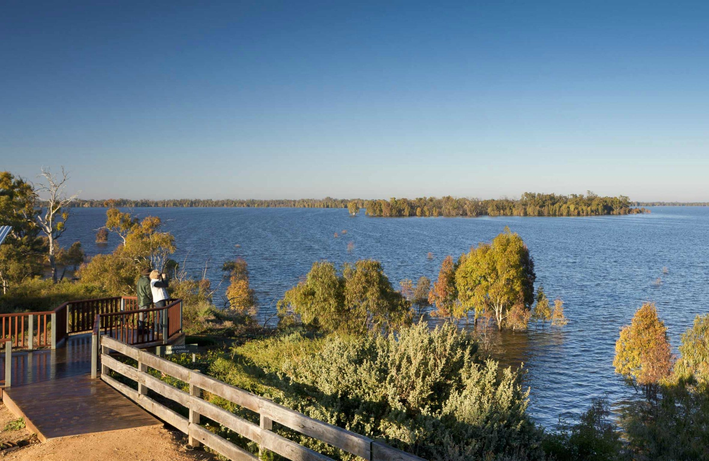 Yanga Lake Viewing Deck - Find Attractions